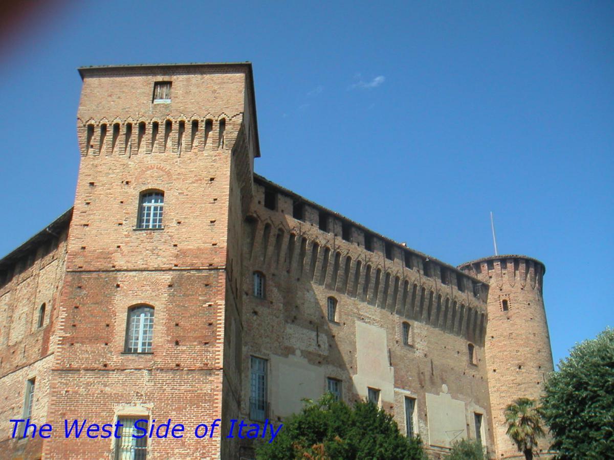 Monticello d 39 alba cn il castello dei roero www for La casa tradizionale progetta una storia